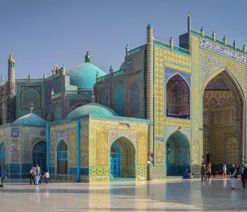 مسجد آبی یا مسجد کبود توسط گوهرشاد بیگم تعمیر و بازسازی شد